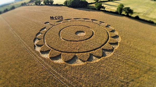 2014年7月15日英国格洛斯特郡麦田圈(增加航拍视频)